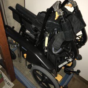 車椅子 畳んだ状態1