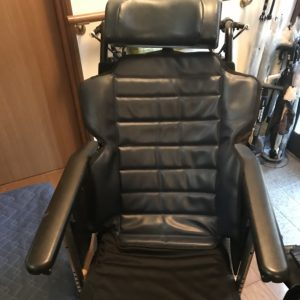 車椅子畳み方手順1