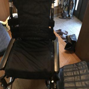 車椅子畳み方手順3
