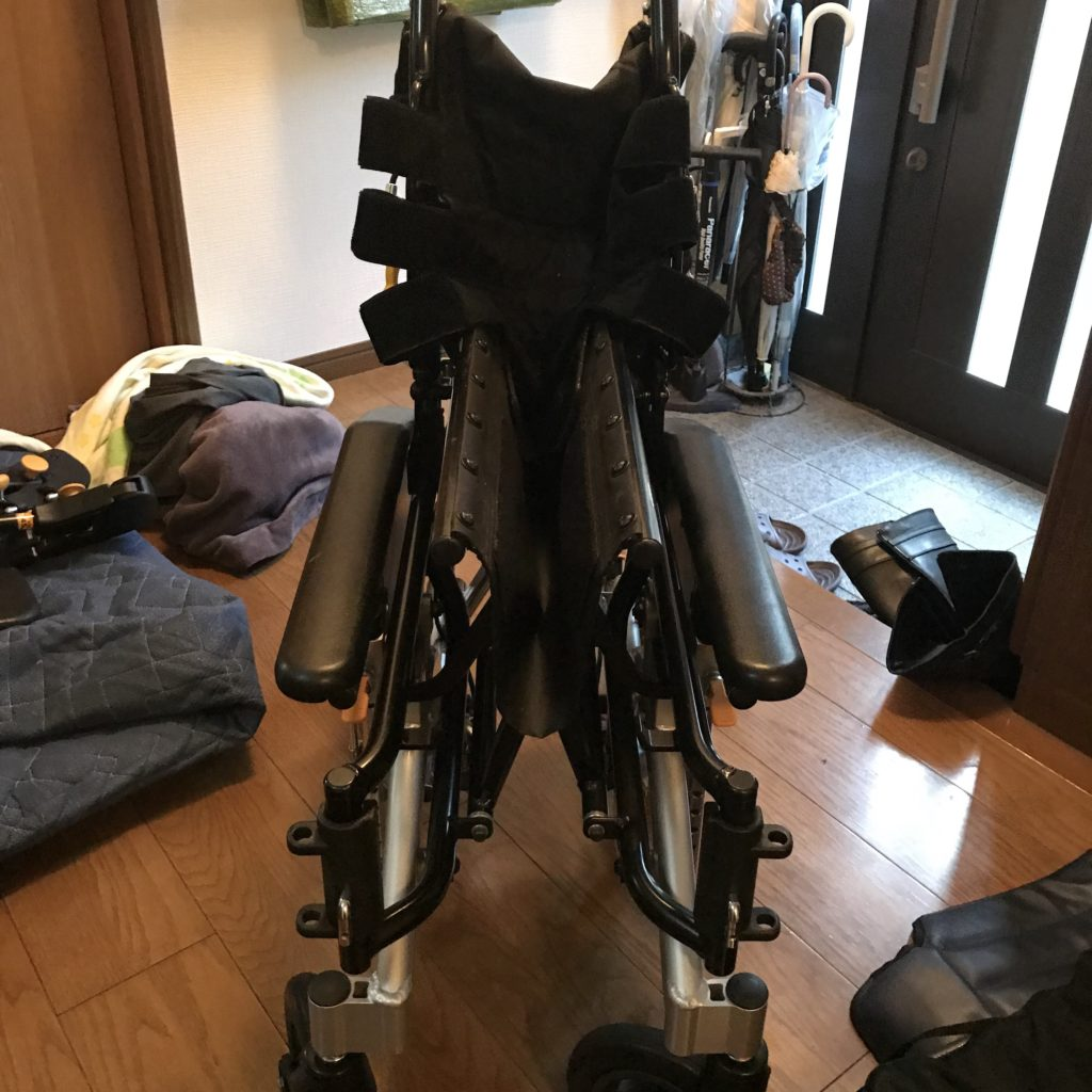 車椅子畳み方手順5